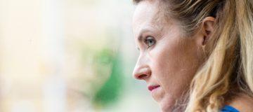 Frau fragt sich, warum Urin riecht