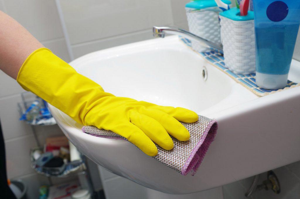 Sanitärreinigung mit Abena