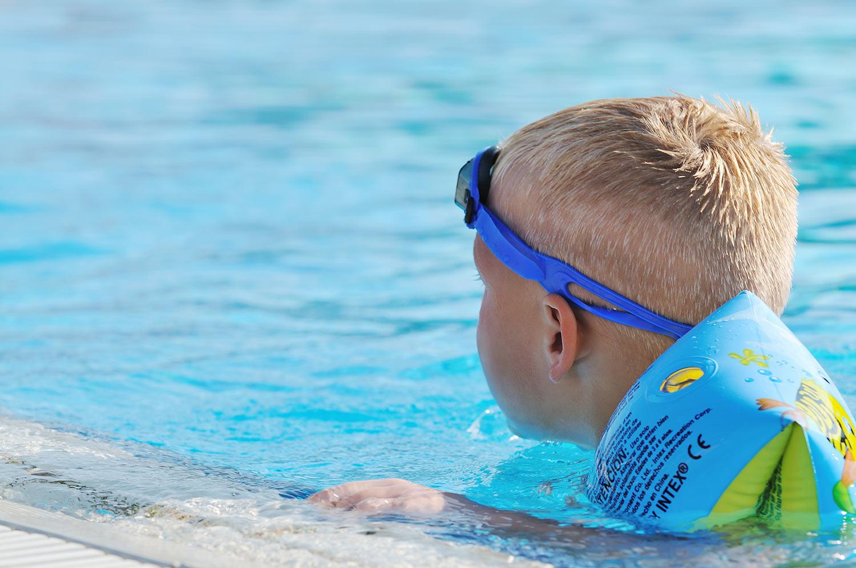 Inkontinenzprodukte und Windelhosen zum Schwimmen
